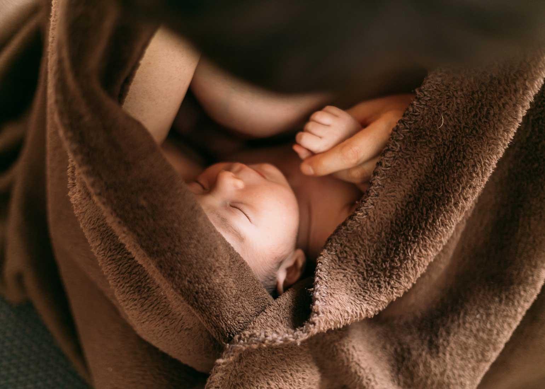 Sesión de fotos de bebé recién nacido en Bilbao bizkaia